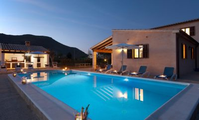 Countryside villa with hot tub close to town and beach